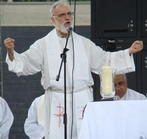 Cantalamessa predica en Caracas, 2010