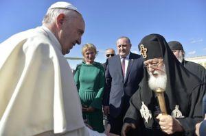 Francisco recibido en Georgia, por Ilia.