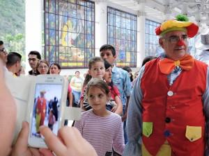 el obispo Moronta, en una jornada con los niños