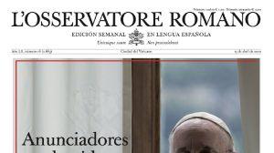 portada de l´osservatore romano. se aprecia parte de la cabeza del papa ya que la imagen es parcial. se lee anunciadores