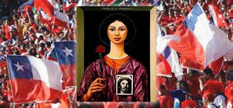 imagen de la virgen de la memoria, de rasgos latinoamericanos y con una rosa roja en su mano. detras una manifestacion por las calles de santiago, con muchas banderas chilenas al viento